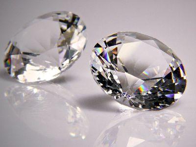 Разница между бриллиантами и аквамаринами
