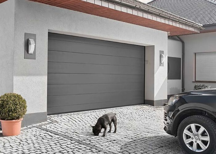 Какие ворота купить для гаража в загородном доме
