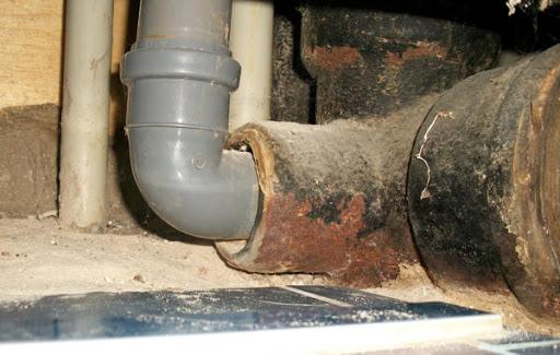 Как узнать, нужно ли вам отремонтировать или заменить канализацию